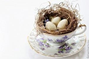 Húsvéti dekoráció: asztaldísz ötletek kelkáposztával, szalmakalappal
