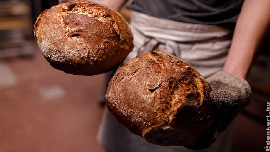 Süssünk graham kenyeret házilag!