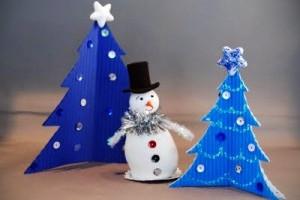 Hogyan készítsünk papírból mutatós karácsonyi díszt?