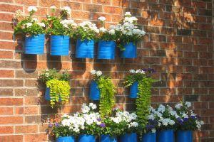 Hogyan készítsünk dekoratív kerti virágtartót?