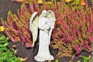Milyen virágokat helyezzünk el a sírkertekben?