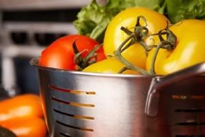 Mit tegyünk, hogy ne a kukacok egyék meg a zöldségféléinket?