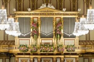 Újévi koncert Bécsben: muzsika és virágkötészet felsőfokon
