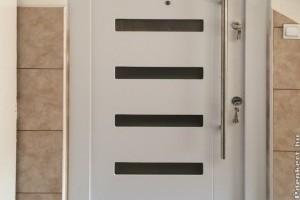 Bejárati ajtó felsőfokon